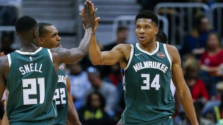 NBA: Επέστρεψε με double double ο Γιάννης Αντετοκούνμπο (vid)