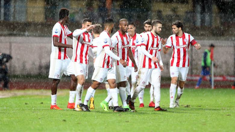 Super League: Κορυφή ο Ολυμπιακός με νίκη στην Κέρκυρα
