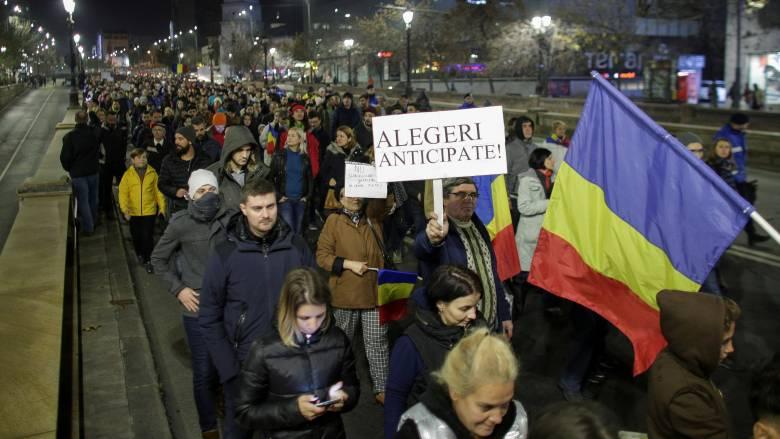 Ρουμανία: Δεκάδες χιλιάδες Ρουμάνοι στους δρόμους κατά της κυβέρνησης