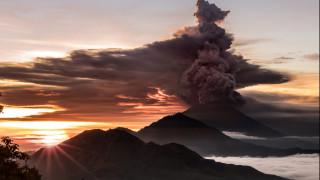 Το ηφαίστειο «βρυχάται» – Σε κατάσταση συναγερμού το Μπαλί