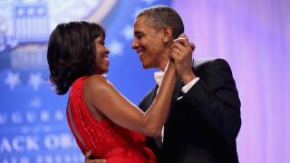 Ενθουσιασμένοι Μισέλ και Μπαράκ Ομπάμα με τον αρραβώνα του πρίγκιπα Χάρι