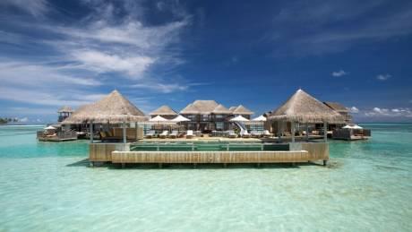 Βίλα στην επιφάνεια του νερού, ένα «θαύμα» της αρχιτεκτονικής στις Μαλδίβες