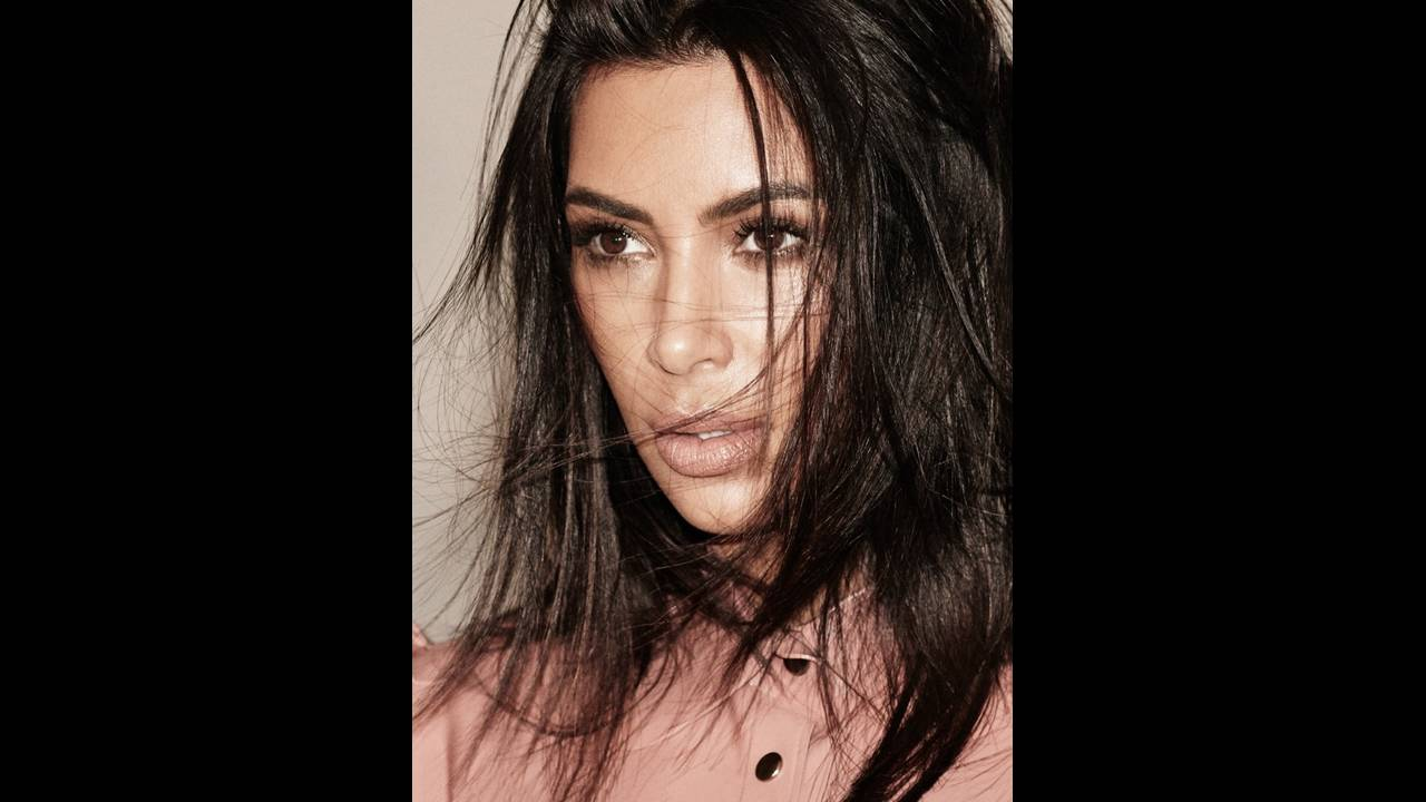 https://cdn.cnngreece.gr/media/news/2017/11/29/107645/photos/snapshot/Kim-Kardashian-Alure-October-2017-Cover-Photoshoot02.jpg
