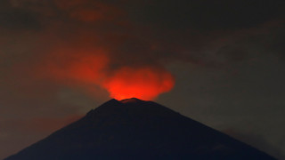 Ινδονησία: Χιλιάδες τουρίστες εγκαταλείπουν το Μπαλί λόγω του ηφαιστείου