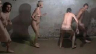 Είναι ύβρις: επιζώντες του Ολοκαυτώματος διαμαρτύρονται για τη γυμνή εμπειρία του Άουσβιτς