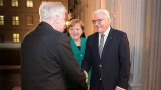 Γερμανία: «Κλειστά χαρτιά» από Μέρκελ, Σουλτς, Ζεεχόφερ μετά τη συνάντηση