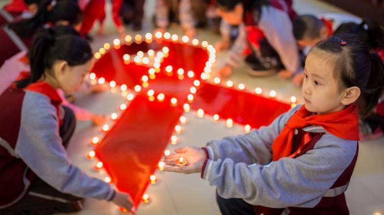 AIDS: Δεκαοκτώ παιδιά μολύνονταν κάθε ώρα πέρυσι από τον ιό HIV