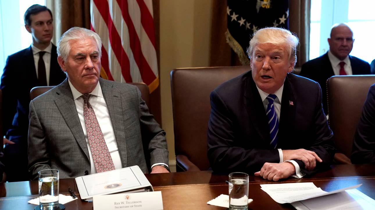 Τραμπ: Fake news ότι απέλυσα τον Τίλερσον, δεν αποχωρεί από το Στέιτ Ντιπάρτμεντ