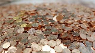 Ινδία: Γιατροί αφαίρεσαν εκατοντάδες κέρματα και καρφιά από το στομάχι ενός άνδρα (pics)