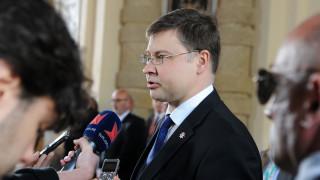 Ντομπρόβσκις: Καλή η συμφωνία, τώρα εφαρμόστε τις μεταρρυθμίσεις