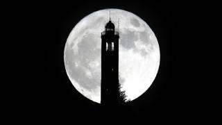 Μαγευτικές εικόνες από τη Σούπερ Σελήνη!