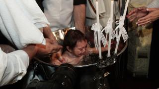 Οι παράξενοι «όροι» που θέτουν οι ιερείς στην Πάτρα για να βαφτίσουν