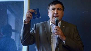 Κίεβο: Ο πρώην πρόεδρος της Γεωργίας απειλεί να πέσει από την ταράτσα (vid)