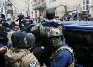 Σφοδρές συγκρούσεις στους δρόμους του Κιέβου μετά τη σύλληψη του Σαασκαβίλι