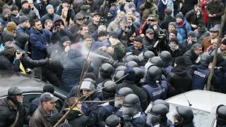 Σφοδρές συγκρούσεις στους δρόμους του Κιέβου μετά τη σύλληψη του Σαακασβίλι