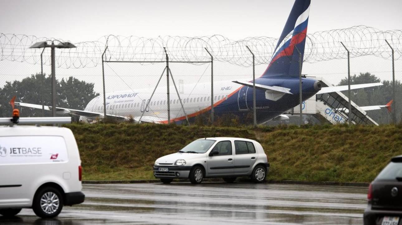 Αεροσκάφος στη Μόσχα βγήκε από τον διάδρομο την ώρα της προσγείωσης (pics&vid)