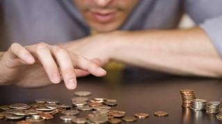 Θα μειώνεται ασταμάτητα το εισόδημα των μισθωτών έως το 2020