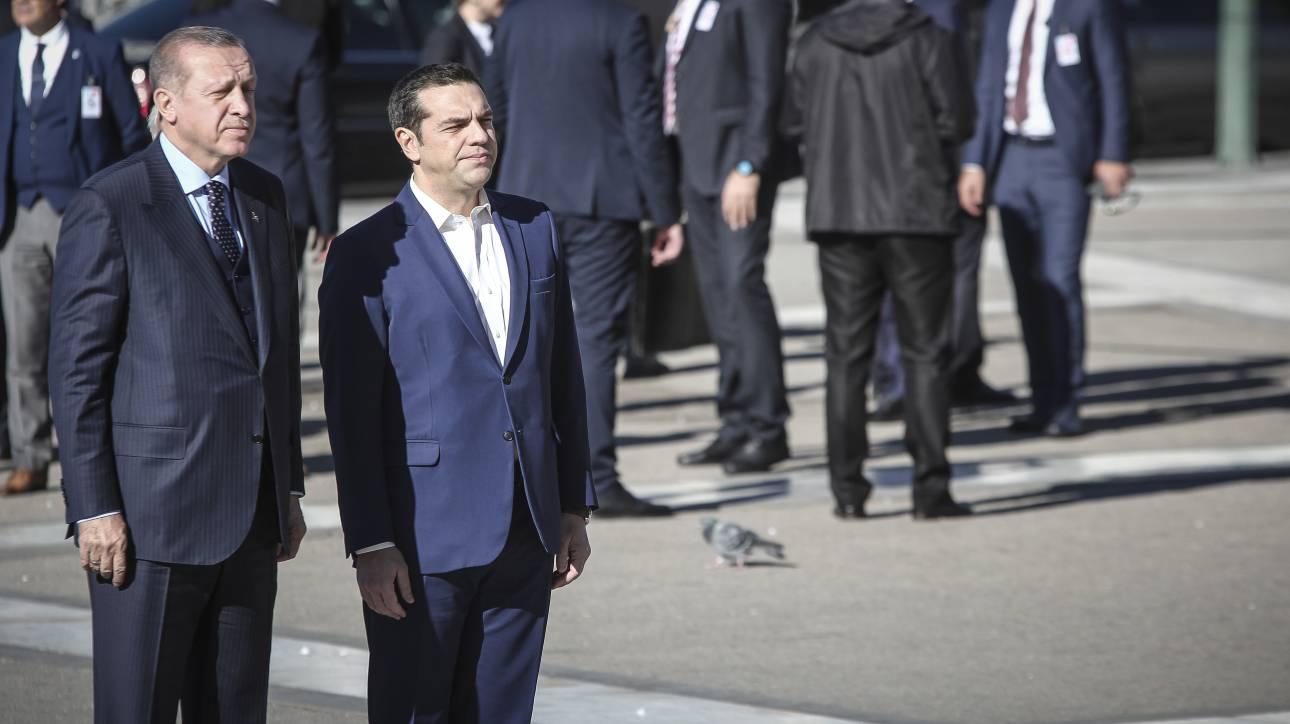 Τι είπε ο Τσίπρας στον Ερντογάν μπροστά από το Μνημείο του Άγνωστου Στρατιώτη