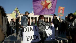 Πορεία Κούρδων στο κέντρο της Αθήνας κατά της επίσκεψης του Ερντογάν (pics)