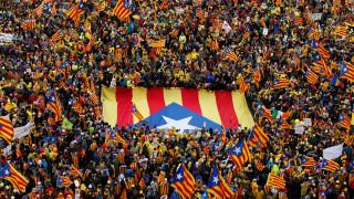 Βρυξέλλες: Δεκάδες χιλιάδες άνθρωποι διαδήλωσαν υπέρ της ανεξαρτησίας της Καταλονίας (pics)