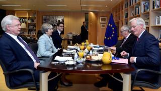 Λευκός καπνός στις Βρυξέλλες, στη β' φάση οι συνομιλίες για το Brexit