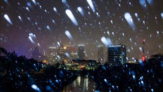 Στο Τέξας χιονίζει και οι ντόπιοι μιλούν για... χριστουγεννιάτικο θαύμα!