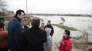 Η Ελλάδα έστειλε είδη πρώτης ανάγκης στην Αλβανία