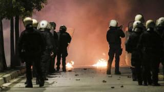 Επιθέσεις με μολότοφ και πέτρες εναντίον των ΜΑΤ στην περιοχή του Πολυτεχνείου