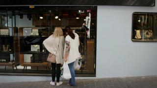Εορταστικό ωράριο: Πόσες και ποιες Κυριακές θα είναι ανοιχτά τα καταστήματα