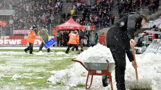 Bundesliga: Ποδόσφαιρο σε… λευκό τοπίο (pics & vids)