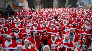Santa Run: Οι ευρωπαϊκές πρωτεύουσες «πλημμύρισαν» από Άγιο Βασίληδες