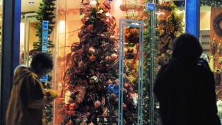 Εορταστικό ωράριο Χριστουγέννων: Πότε ξεκινά και ποιες Κυριακές θα είναι ανοιχτά τα καταστήματα