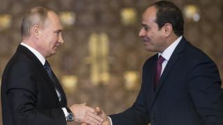 Ο Πούτιν επισκέπτεται το Κάιρο και στη συνέχεια την Κωνσταντινούπολη
