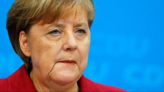 Μέρκελ για τις διαπραγματεύσεις με το SPD: Όχι σε κυβέρνηση μειοψηφίας