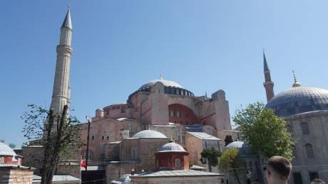 Τούρκοι εθνικιστές εισέβαλαν στην Αγία Σοφία για να προσευχηθούν (vid)