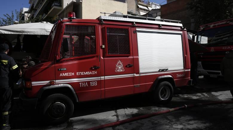 Φωτιά μετά από έκρηξη σε πρατήριο υγρών καυσίμων στην Ανάβυσσο