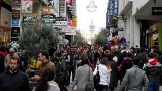 Εορταστικό ωράριο: Αυλαία την Παρασκευή στα εμπορικά καταστήματα