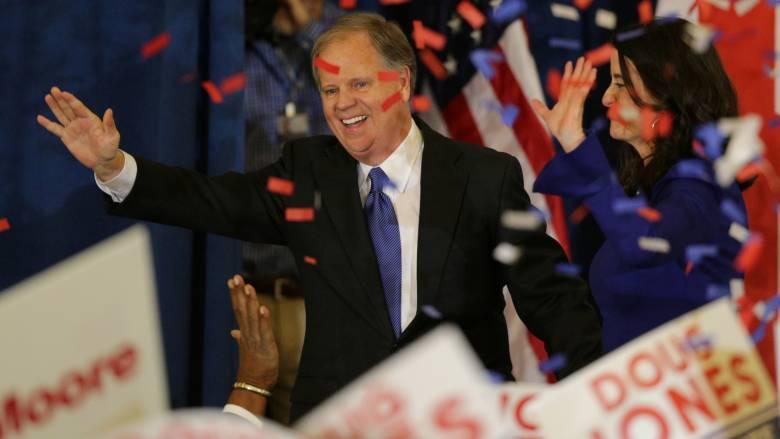 ΗΠΑ: Ο Νταγκ Τζόουνς των Δημοκρατικών εκλέγεται Γερουσιαστής στην Αλαμπάμα