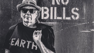 Neil Young: χαρίζει απεριόριστη πρόσβαση στη δισκογραφία του σε όλους