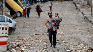 Ο αγώνας της επιβίωσης πατέρα και κόρης στη Μάχη της Μοσούλης