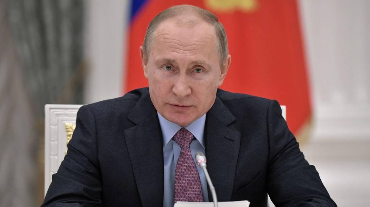 Πούτιν: Κατεβαίνω στις εκλογές του 2018 ως ανεξάρτητος υποψήφιος