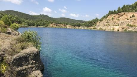 Βόρεια Εύβοια: Τα ορυχεία που έγιναν... αλπικές λίμνες (pics)