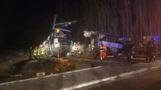 Γαλλία: Τέσσερις οι νεκροί από τη σύγκρουση σχολικού λεωφορείου με τρένο (pics)