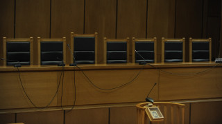 Κάθειρξη δέκα ετών σε ασφαλίστρια που επένδυε τις οικονομίες πελατών της