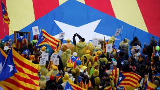 Καταλονία: Τα κόμματα υπέρ της ανεξαρτησίας θα κερδίσουν μία «εύθραυστη» πλειοψηφία
