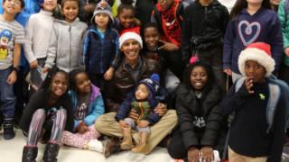 Barack Obama: ντύνεται Άη Βασίλης για τους ψηφοφόρους του μέλλοντος