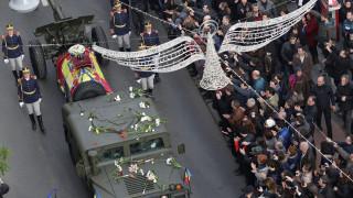 Στους δρόμους του Βουκουρεστίου οι Ρουμάνοι για την κηδεία του τέως βασιλιά Μιχαήλ (pics)