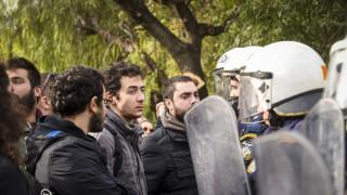 Ένταση και χημικά έξω από το Ζάππειο Μέγαρο μεταξύ φοιτητών - αστυνομίας (pics)