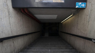 Ρουμανία: Άστεγη σπρώχνει στις ράγες του μετρό νεαρή γυναίκα (vid)