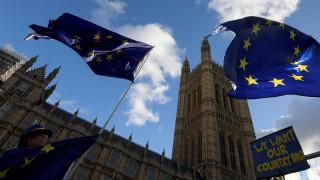 Brexit - Δημοσκόπηση: Πάνω από τους μισούς Βρετανούς θα ήθελαν να παραμείνει η χώρα στην ΕΕ